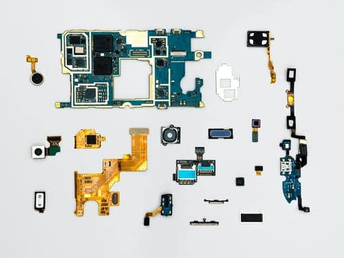Everything you need to know before beginning a cell phone repair business
